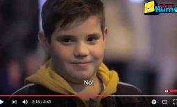 ¿Qué ocurre cuando pones a un niño frente a una niña y le dices que la pegue?